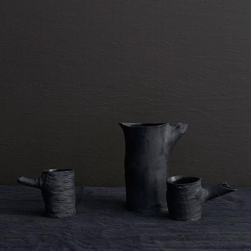 Keramik Kanne und Becher Set - Trunk Vase & Stump Tassen schwarz Handarbeit